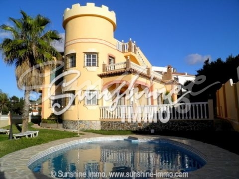 Beautiful 5 bedroom villa with sea views in El Faro
