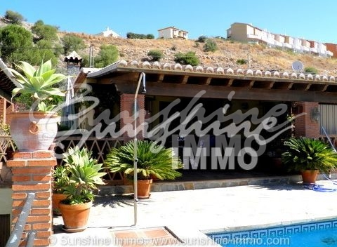 Beautiful Property closed to the comercial centre La Trocha 3 xcountry houses ...with 6 bedrooms