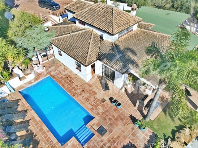 "Fantastic villa of 266m2 in ""El Chaparal"" with panoramic views towards the Castle of Monda,"