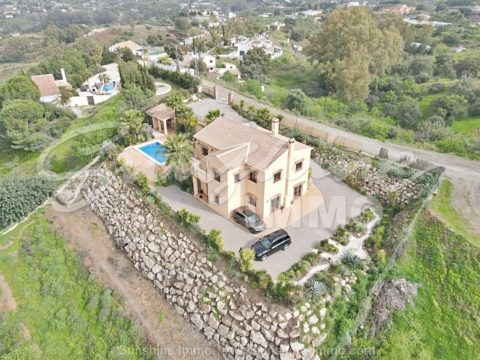Absolutely stunning and modern Cortijo Andaluz completely fenced in Alhaurin el Grande. Villa with 4 bedrooms, own pool on a plot of 9161 m2, 3 water wells. Additional building with 7 horse stables .