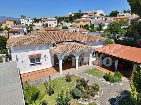 Detached 5 bedroom villa on one floor with stunning views and own pool in Coín