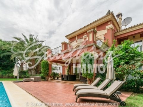 Charming furnished colonial style villa in a very good residential area centrally located in Marbella Las Chapas