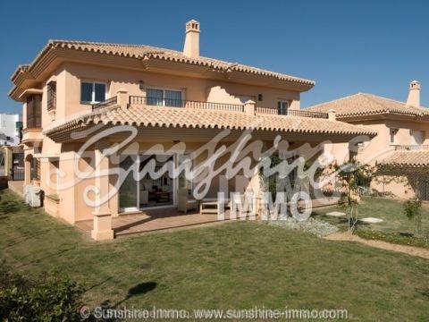 Moderne und sehr , sehr schöne Villa in Riviera