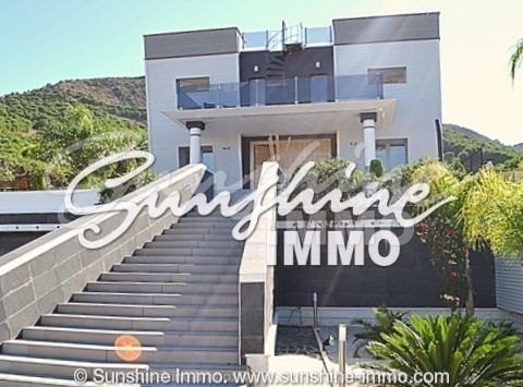 Luxurious, modern, stunning villa in the mountains in a very popular residential area in Alhaurin de la Torre