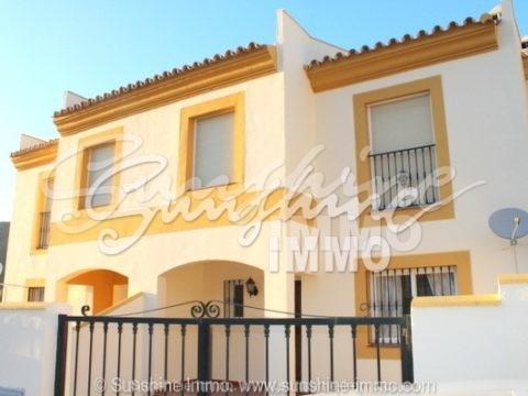 Casa Adosada muy bien cuidada en 3 plantas, cerca del centro de la ciudad Coin