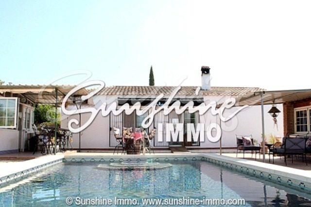 Encantadora villa independiente con piscina y parcela de 3700 m2 en Alhaurin el Grande que necesita algunos reformas