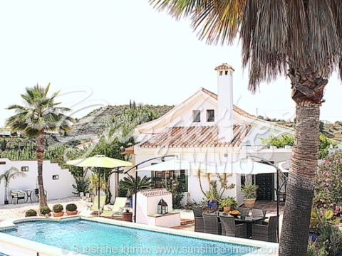 Very nice well-kept villa in Alhaurin el Grande in a popular area, with 24,582 m2 of land
