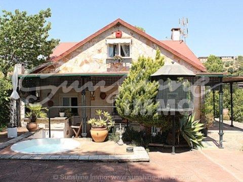 Sehr charmantes möbliertes Landhaus mit viel liebe geschaffen.
