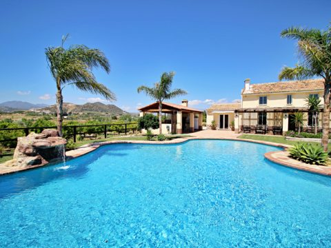 An incredibly beautiful garden with breathtaking views with a fantastic very large swimming pool 130m2 -PRICE included for pool and garden maintenance