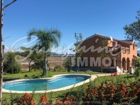 Really lovely unfurnished country-house in the area of La Carreta