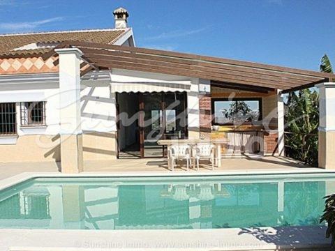 Hermosa Casa de campo con unas vistas impresionante y con un beneficio de 70 000€ al año.