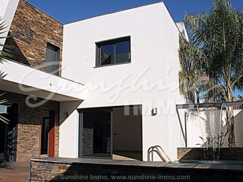 Very nice, modern and very qualitative terraced villa in a very good and very popular urbanization of Coín