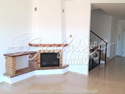 Esta casa de alta calidad se encuentra en el corazón del Lauro Golf,con 27 hoyos. Situado a sólo 20 minutos del aeropuerto de Málaga,