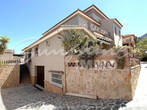 Beeindruckende große Villa 500m2 in einer der besten Gegenden von Alhaurin el Grande La Paca gerade mal 15 Minuten bis nach Malaga , mit traumhaften Außenbereich.