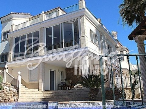 Very bright, spacious and modern built by German quality Luxurious villa in Marbella Las Chapas
