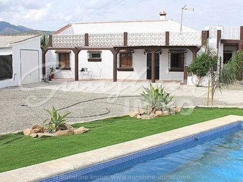 ALQUILER LARGA TEMPORADA. Bonita casa de campo rústica con garaje y vistas impresionante a Coin .