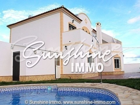 Hermosa villa moderna y de nueva construcción en Alhaurín de la Torre a 15 minutos de Málaga.
