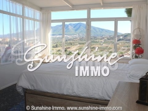 Beautiful renovated Villa with stunning views in a sought-after urbanization in Coín. 132m2, three bedrooms, near all services and amenities.