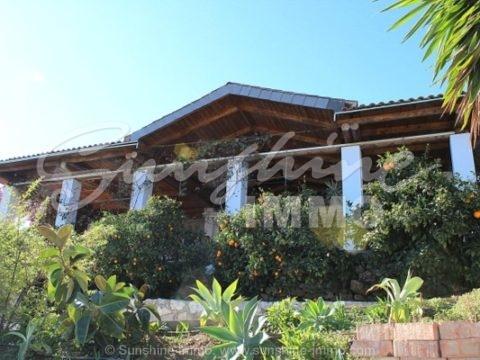 Liebevoll gestaltete Finca mit herrlichem Ausblick und eigenem Pool in Guaro