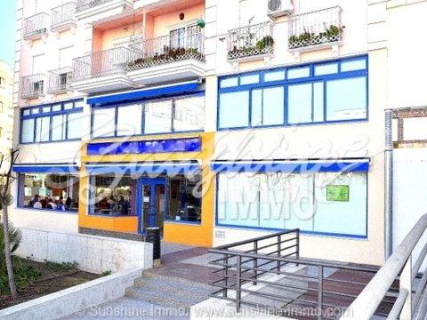 A la venta edificio comercial en excelente condiciones en Coin, junto a un parking y cerca del centro.