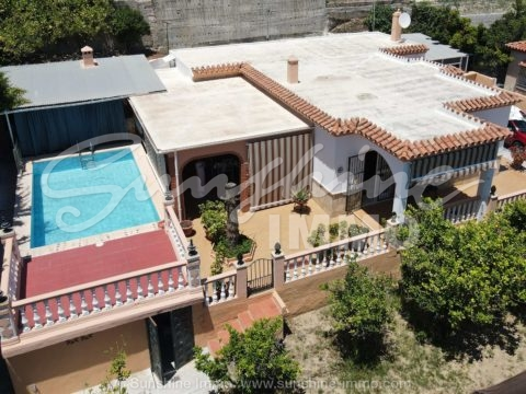 Gorgeous detached villa in a very good and popular urbanization of Coin 'El Rodeo' with private pool, outside kitchen, nice big covered porch