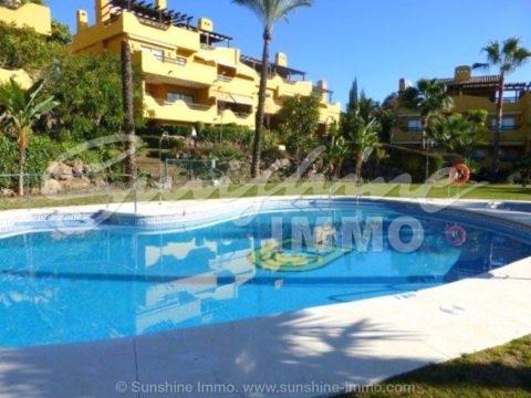 Casa adosada espaciosa y amueblada en una de las áreas más populares de Nagüeles, Marbella, ubicada en una urbanización cerrada y tranquila, La Meridiana