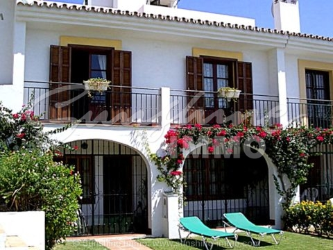 Cosy and rustic town house with sea view from the solarium of  35m2, 5 minutes walk to the beach, golf courses, tennis and commercial center