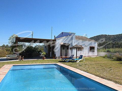 Wunderschönes komplett renoviertes Landhaus in idyllischer und ruhiger Lage in Coin, aber trotzdem nur einen Kilometer vom Einkaufszentrum La Trocha entfernt.