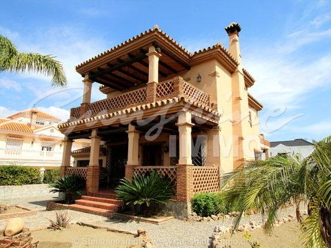 Villa fantástica en una área popular y tranquila de Alhaurin el Grande, construido en 2005 con mucho amor al detalle