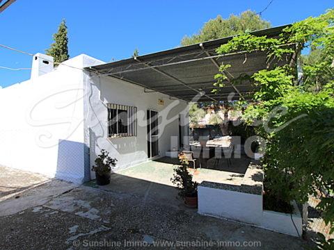Casa de campo de 2 dormitorios y posibilidad de AFO en parcela de 1.600m2 en enclave natural y tranquilo a 5 minutos de Coin