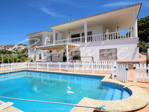 Fantástica villa con AFO en Coin en parcela de 12.000m2 , 2 viviendas independientes de 4 y 2 dormitorios. Piscina Salada de 54m2.A 5 min a pie de la estación La Trocha