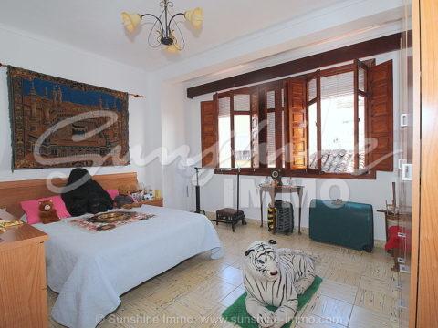 Gran Oportunidad. Acogedora casa de pueblo de 150 m2, 4 habitaciones, cerca de la Plaza de Andalucía en Coin.