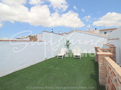 Bonita casa de pueblo totalmente restaurada, 4 dormitorios, 2 baños, lavadero, terraza-solarium cerca de Plaza de Andalucia en Coin Centro