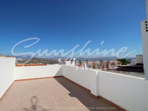 Casa de Pueblo reformada en Alhaurin el Grande. 102 m2, 3 plantas, 3 dormitorios, terraza panorámica al Valle del Guadalhorce