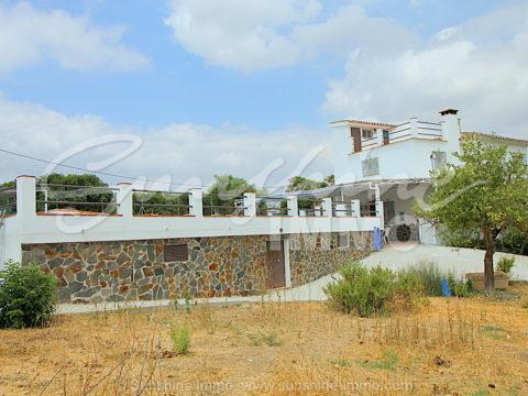 ALQUILER LARGA TEMPORADA Casa de campo 150 m2, 5 dormitorios, piscina privada en parcela de 1000m2. El Ejido, Coin
