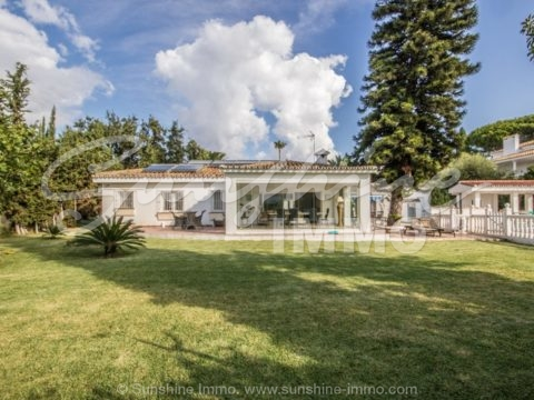 Ideal Investment. Stunning property in Elviria, Marbella.  Plot 1178 m2, 299 m2 built in one level. 4 bedrooms, private swimming pool, ample garden.