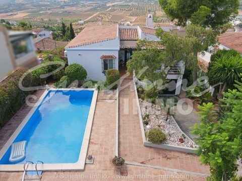 Villa with independent guest apartment in Urb. El Rodeo, Coín. Pool and beautiful views of the Guadalhorce Valley
