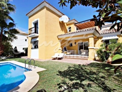 Representative very well maintained 3 bedroom family villa 233m2 in Bahia de Marbella only 150m2 to the beach.