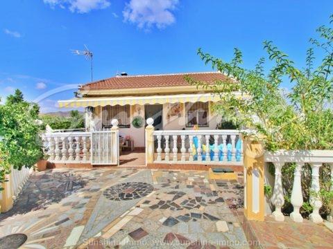 Schöne Finca von 2500 m2 in einer natürlichen Umgebung mit 140 Orangenbäumen und Panoramablick auf die Berge.