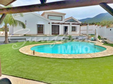 Beautiful newly built villa on one floor and just 5 minutes from town.