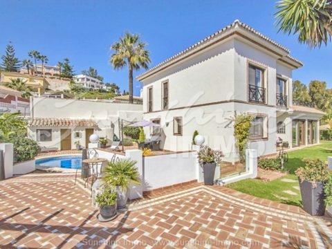 High quality Villa, 187m2, with sea views in Torrenueva, La Cala de Mijas.