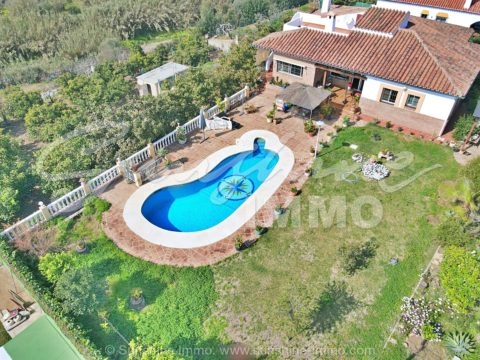 Spacious 5 bed villa, 208m2, with pool, on a plot of 2771m2, with plenty of fruit trees, in Mijas, only a short drive to amenities and the beach.