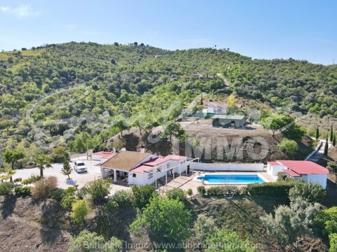 Very peaceful single level country house,102m2, with amazing panoramic country views in Guaro, with large pool and OCA license for horses.