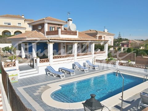 Charming, detached villa, 166m2, in sought after urbanization in Coín, close to amenities, with lovely pool and easy maintenance garden.