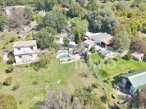 Unique opportunity for investment in rural accommodation, in a unique surroundings where you can enjoy the views of the mountains and absolute tranquility.