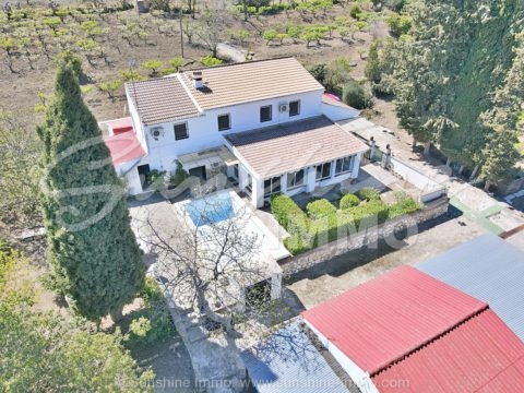 Rustic finca, 331m2, on a plot of 10.943m2, with plenty of fruit trees, in central location only a short drive outside Coín, with good road access.