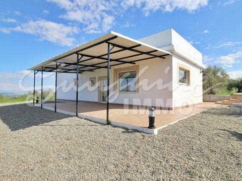 Wunderschönes neu gebautes Landhaus von 120 m2 auf einer Etage mit 360-Grad-Blick auf die Berge und die Sierra de la Nieves.
