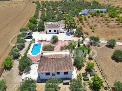 Impressive property with two 75 m2 houses, pool and AFO in a very quiet area and just 2 minutes from La Trocha shopping center.