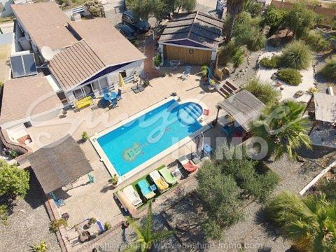 Charmante 179 m2 Finca mit 3600m2 Grundstück in Coin ca. 5 Autominuten vom Stadtzentrum entfernt und nahe der Straße nach Marbella.