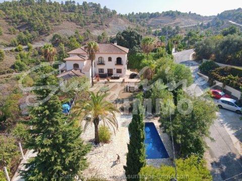 GROSSES PROJEKT! Beeindruckende 730 m2 Villa mit 4 Schlafzimmern, Pool und privatem Garten auf einem 16.948 m2 großen Grundstück in Coin.